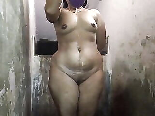 Bhabi Bathing asian close-up shower